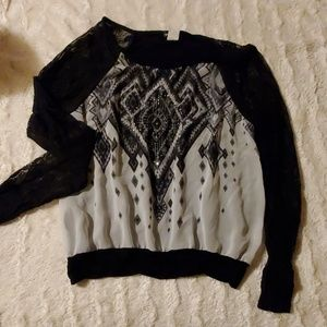 Small wet seal shirt with lace sleeves